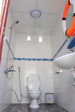 Life's a Beach: Modern clean bathrooms