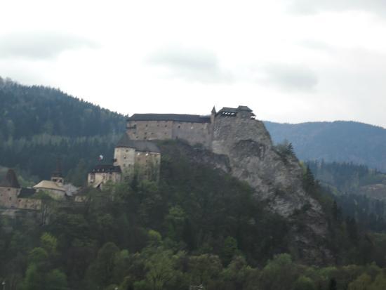 Penzion Fontana : Из пансиона удобно добираться в Оравский замок.