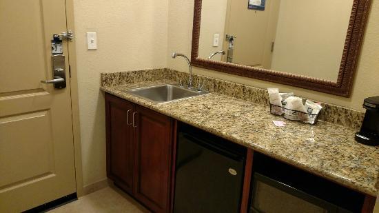 Hampton Inn & Suites Ocala - Belleview: Kitchennette (fridge, microwave, coffee maker)
