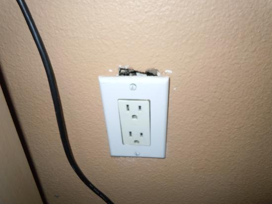 Diamond Head Inn: Living room wall socket