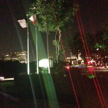 Holiday Inn Las Colinas: Outdoor glisten