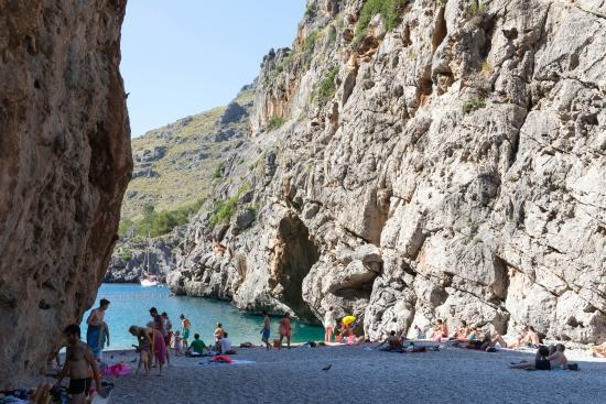 Sa Calobra : The very small beach. small round stones and sand in water. Fast deep
