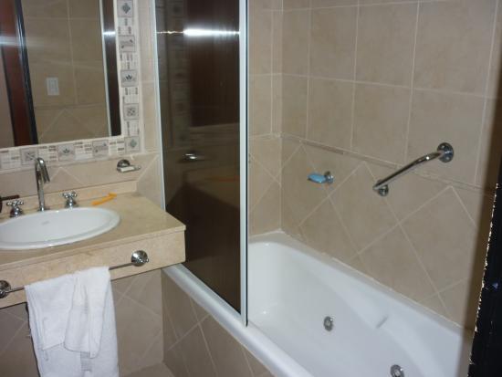 Ba os higi nicos completos y con hidromasajes for Banos completos fotos