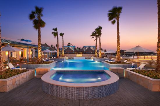 Q Lounge & Restaurant at Banana Island Resort Doha by Anantara