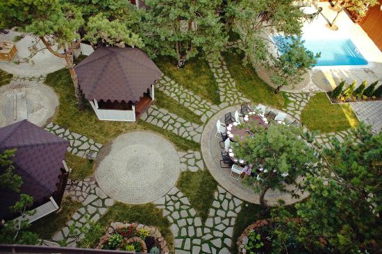 Alpen House: Летняя площадка