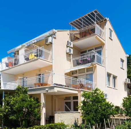 Apartments klaic apartment reviews mlini croatia for Apartment reviews