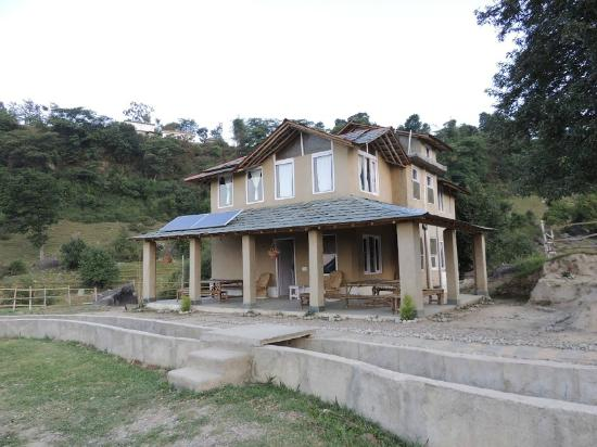 Entrance - Linger - The Earth House, Palampur: .