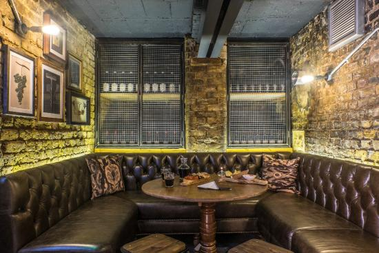 Brewers Inn: Jones' Cellar Bar