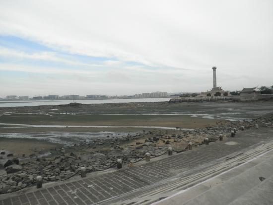 Jimei Tourist Area: 本島を望む
