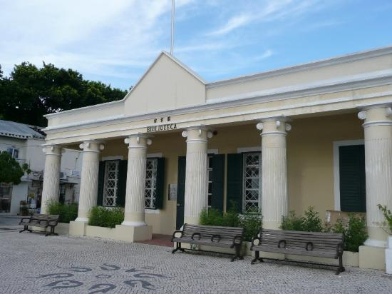 Coloane Library