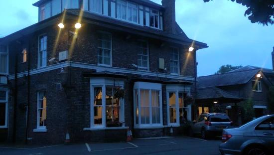 Beechwood Close Hotel: front of hotel