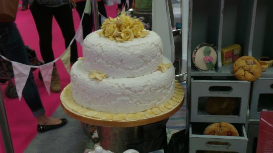 Cakes d'licious: Wedding Cake made by Nikki