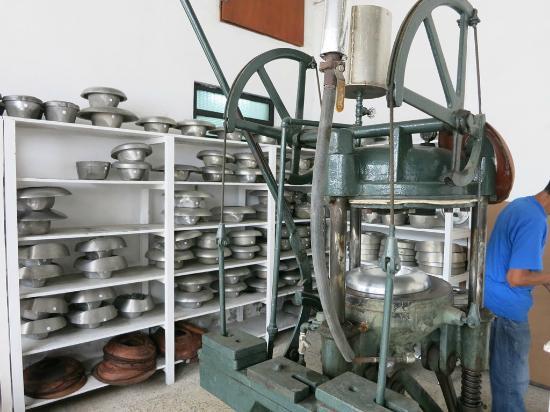 Homero Ortega  The pressing machine and the metal molds eda207ed2fd