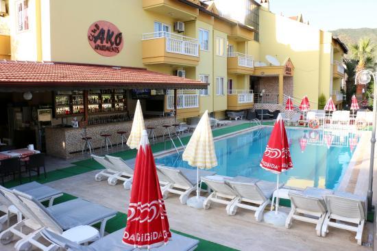 Club Ako Apartments: POOL BAR AREA