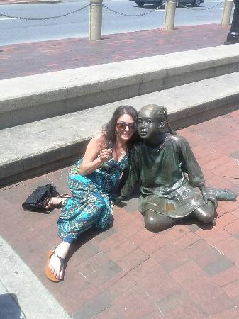 The Kunta Kinte - Alex Haley Memorial: Fun with statues