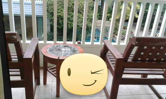 Aonang Buri Resort: ระเบียงในห้องมองออกไปข้างล่างจะเป็นสระว่ายน้ำ