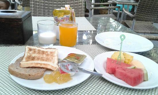 Aonang Buri Resort: อาหารเช้า