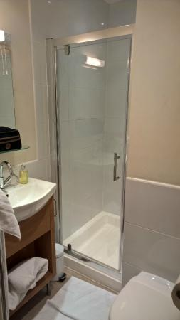 The Arthur Guest House: Ensuite Shower and WC