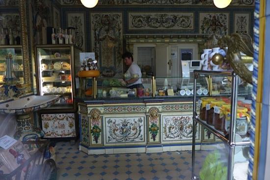 Pfunds Cafe Restaurant: Interior da confeitaria