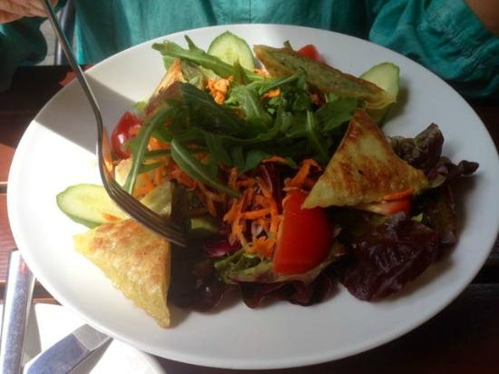 ProMo: Maultaschen (Pasta squares filled with meat and spinach) & salad