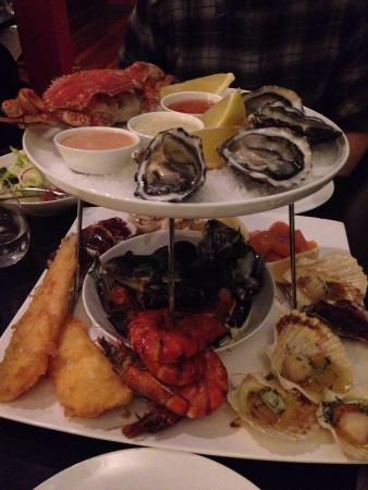 Strand Restaurant: Seafood tower was super delicious! Highly recommended. Cosy, nice ambience and good service! Wil