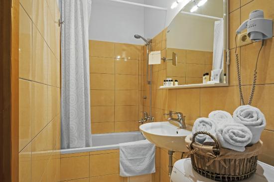 Riva Apartments: Apartment VALERIA bathroom