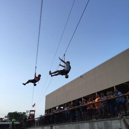 Sunrise Beach, MO: Slick Pickle Zipline