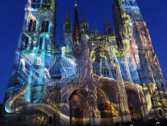 Cathedrale Notre-Dame de Rouen: Cathedral Light Show 2015