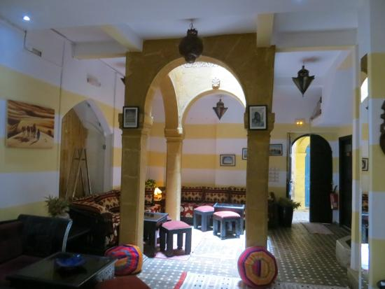Riad Inna : Salle à manger et détente