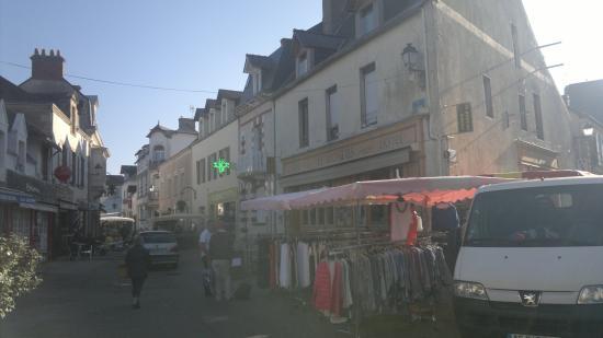 Hotel le Mondes : Вещевой рынок работает с самого утра