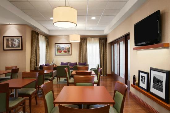 Hampton Inn Geneva: Breakfast Area