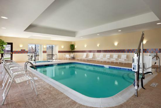 Hampton Inn Geneva: Indoor Pool