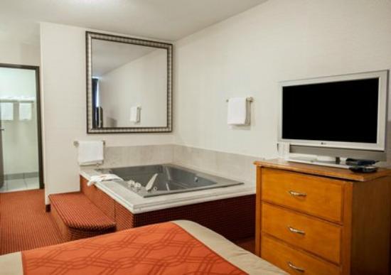 Econo Lodge Buckley : Hot Tub Room