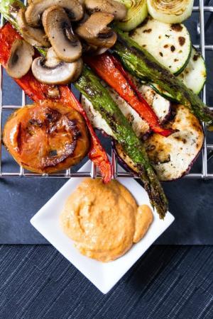 La Taberna de Tito gastronomia Alicantina: Parrillada de verduras a la plancha con salsa romescu