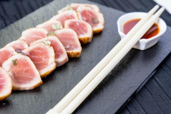 La Taberna de Tito gastronomia Alicantina: Tataki de atún rojo con salsa de soja y wasabi