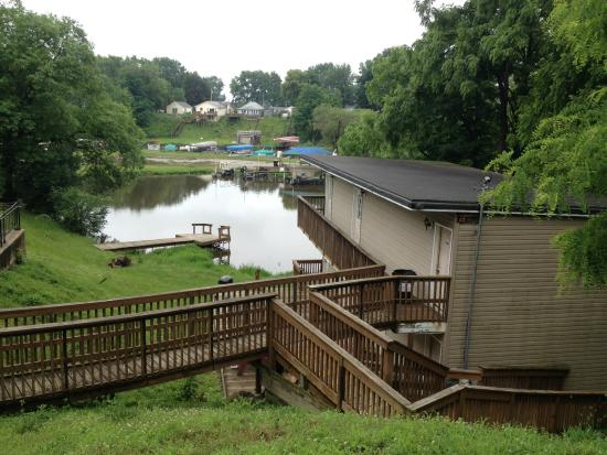 Monticello, IN: Hotel rooms and walk to Indiana Beach ferry