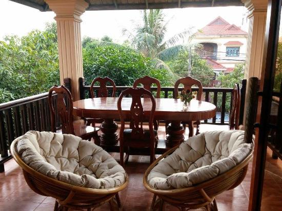 Van Siyoeun Villa: Balcony Tea Room