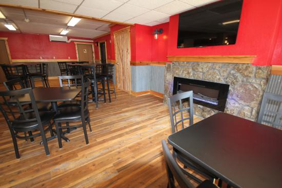 Blackstone Lodge and Suites: Hangar 7 Pub