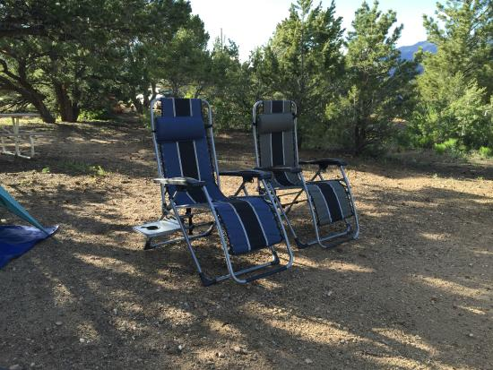 Arrowhead Point Campground & Cabins: Lounge Chairs