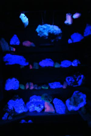 Threlkeld Quarry and Mining Museum: Minerals under UV