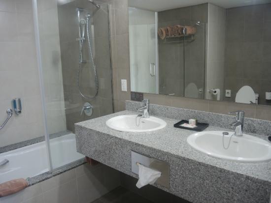 Foto de hotel riu playa blanca rio hato playa de for Habitacion familiar riu playa blanca