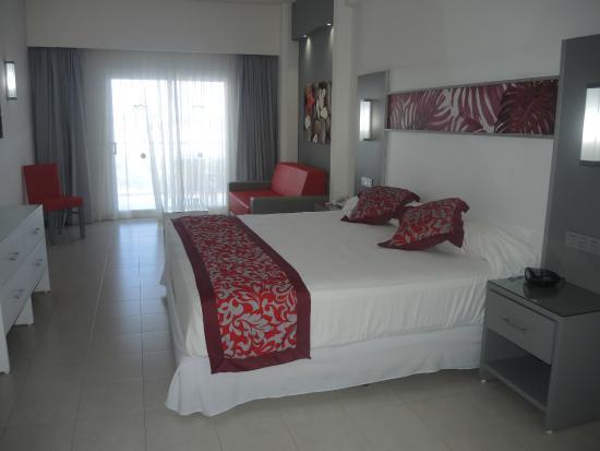 Habitaci n 4084 hotel riu playa blanca fotograf a de for Habitacion familiar riu vallarta