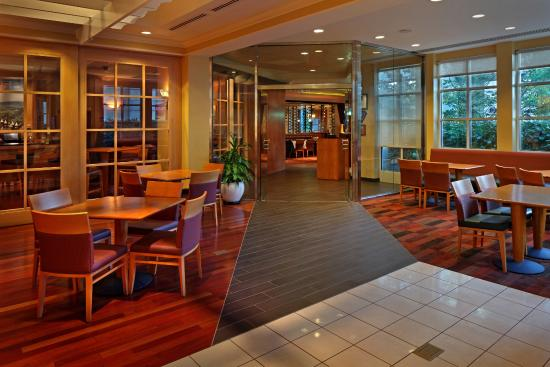 Octagon: Restaurant Lounge