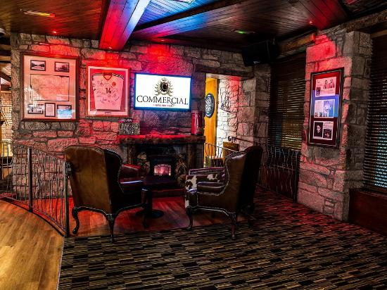 The Commercial Hotel: Bar