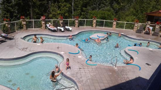 Halcyon Hot Springs Spa: View of warm pool