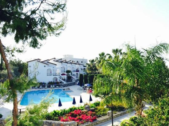 Altinkaya Holiday Resort: Bungalow view/pool