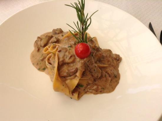 Ic-cima: tagliatelle with tender beef and mushroom sauce