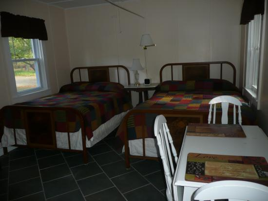 The Cabins In Hope: Our Hillview Cabin is great for a small family with children younger than 10 yrs.