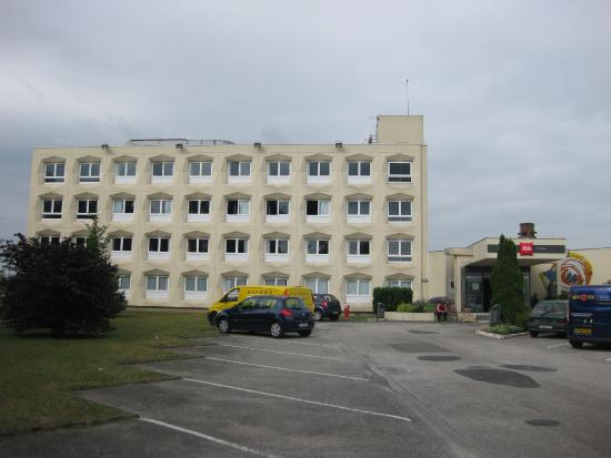 Ibis Saint Dizier: View from the front.