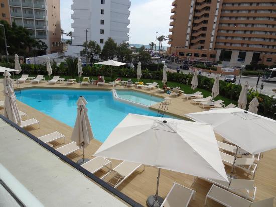 Zwembad Op Balkon : Uitzicht balkon over zwembad picture of hm balanguera beach
